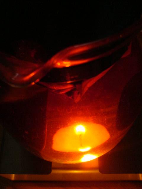 Stoevchenkerze durch Teekanne fotografiert