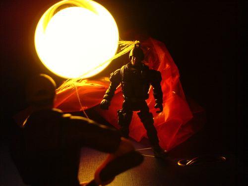 Fallschirmspringer verhört Ritter vom Feudel