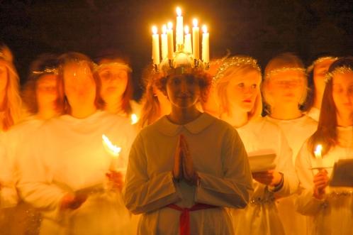 Die Lucia des Jahres wird unter den Mädels im Freiburger Skandichor kurz vor dem Festabend ausgelost.