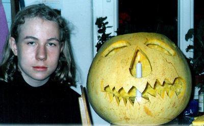 Martin (links) begeht Halloween.